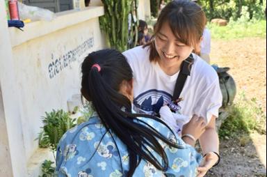 カンボジアでのボランティア活動の様子